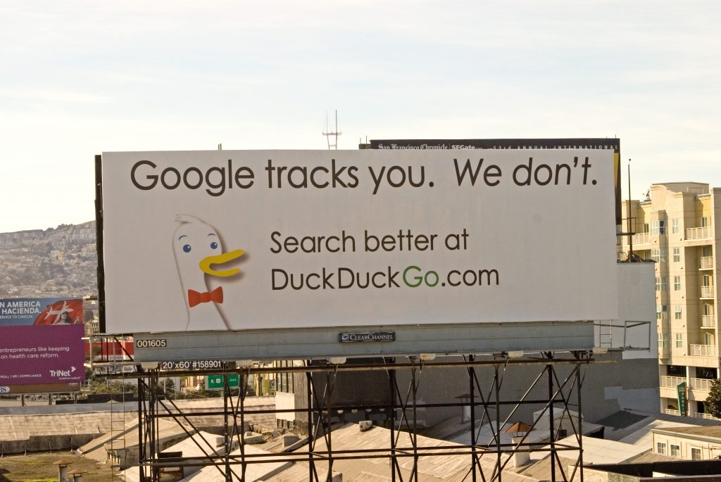 Insegna di DuckDuckGo a San Francisco